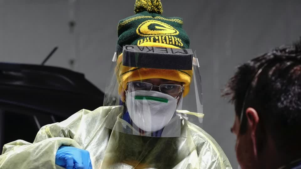 Wisconsin's governor extended a mandate on mask wearing to 2021, the latest in a series of new restrictions by state and U.S. officials to curb the spread of COVID-19 https://t.co/CTscaAXzuW https://t.co/6CDc1NfN6U