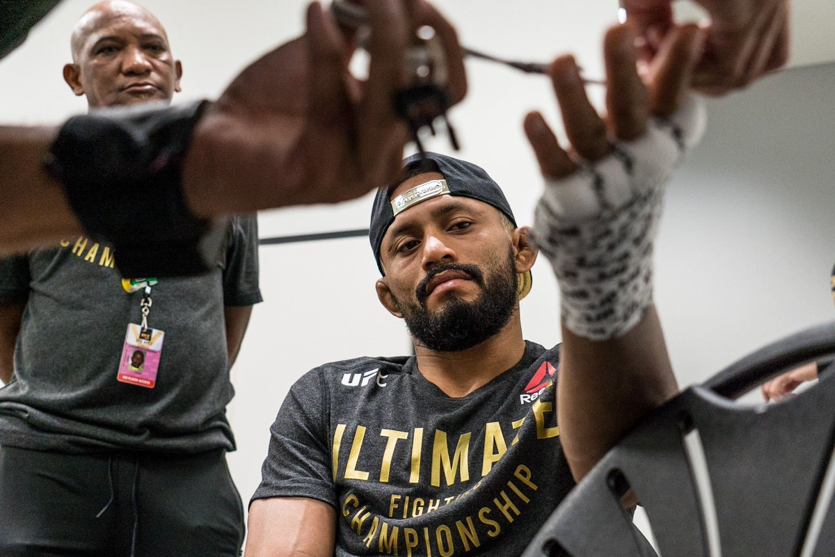 The king has arrived 🏆  Will @Daico_Deiveson leave #AndStill?   [ Get the #UFC255 PPV: https://t.co/uGu9pY0VCe ] https://t.co/7RuKTzxy5Q