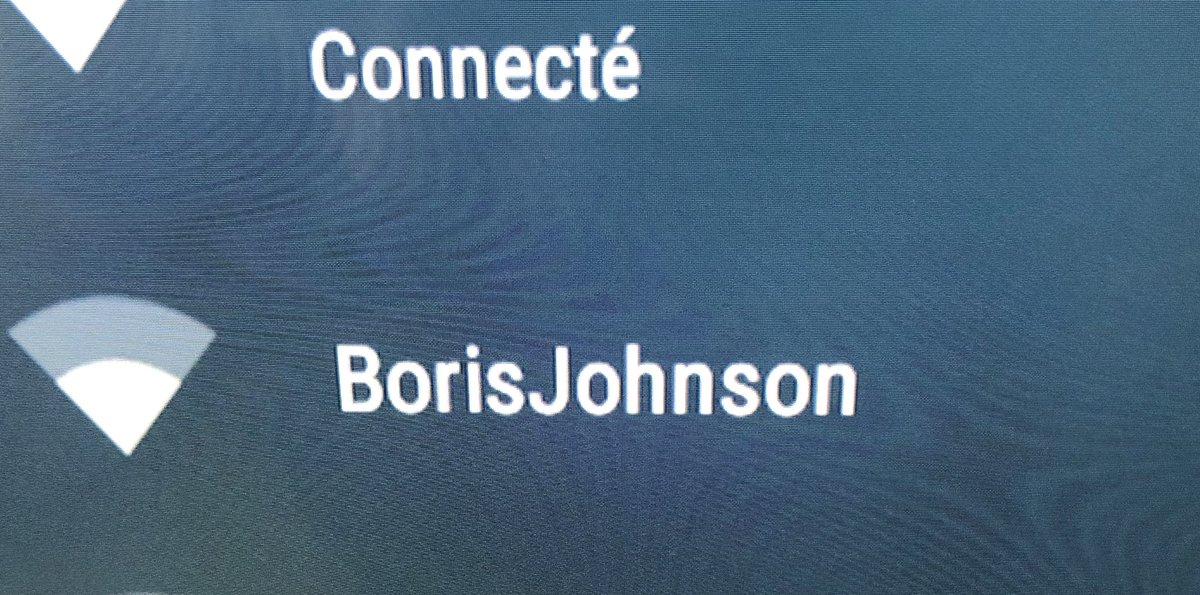Quand tes voisins veulent te communiquer quelque chose avec leur wifi... #Brexit #BorisJohnson #Bruxelles #SundayThoughts
