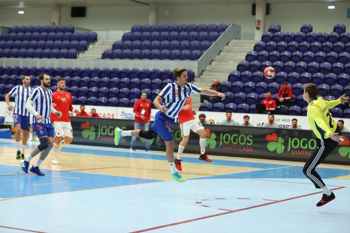 ⏱Intervalo  🤾♂️FC Porto 15-14 SL Benfica  #FCPorto #FCPortoAndebol #Andebol #FCPortoSports https://t.co/Moz3cLsSoo
