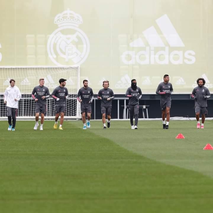 🔙 to training at #RMCity. 🏃♂️ 🏃♂️ Vuelta a los entrenamientos en la Ciudad Real Madrid. #HalaMadrid