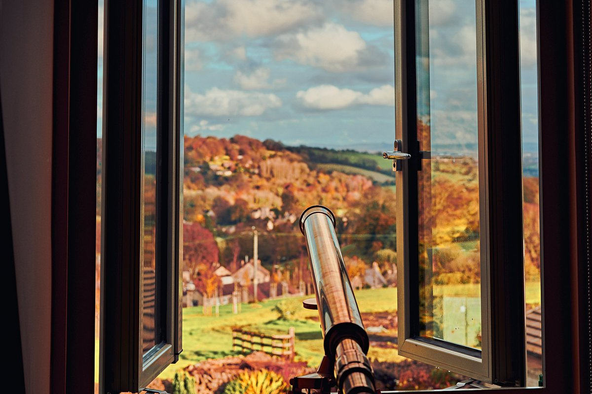 The perfect Sunday vibes, could never bore of this view from Mallingford Mews 🔭 . . #sundayvibes #telescope #avonvalley #countryviews