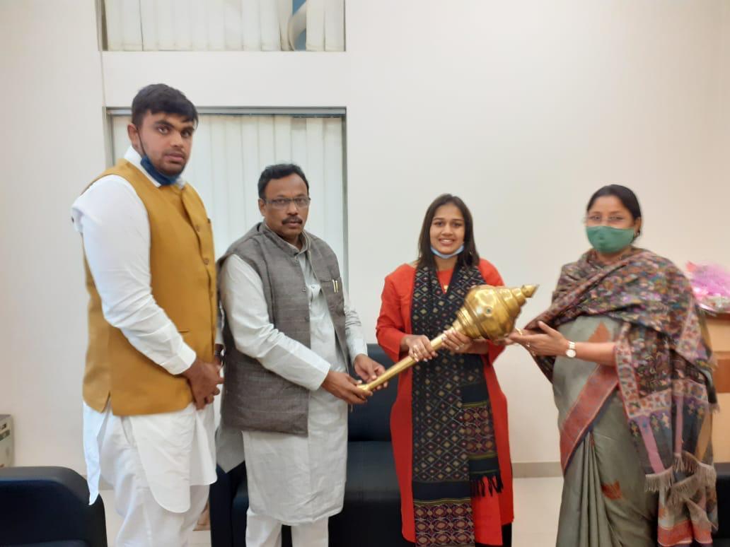 आज गुरुग्राम में महाराष्ट्र से भारतीय जनता पार्टी के वरिष्ठ नेता एवं हरियाणा के प्रभारी विनोद तावडे जी, कोडरमा से लोकसभा सांसद भारतीय जनता पार्टी सह प्रभारी अन्नपूर्णा देवी जी से मुलाकात हुई। उनको हरियाणा में आने उनके स्वागत में कुश्ती की शान का प्रतीक गदा भेंट स्वरूप दी।