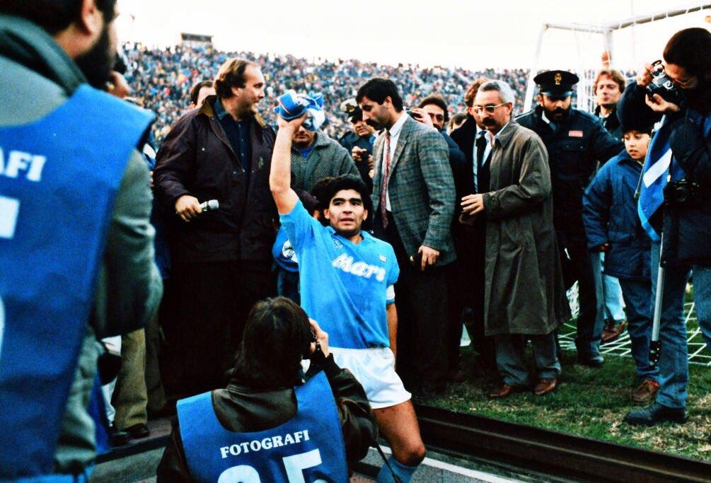 لاعبو نابولي سيواجهون روما الليلة بقميص منتخب #الأرجنتين تكريما لأسطورتهم الراحل دييغو مارادونا  #NapoliMilan #SerieA