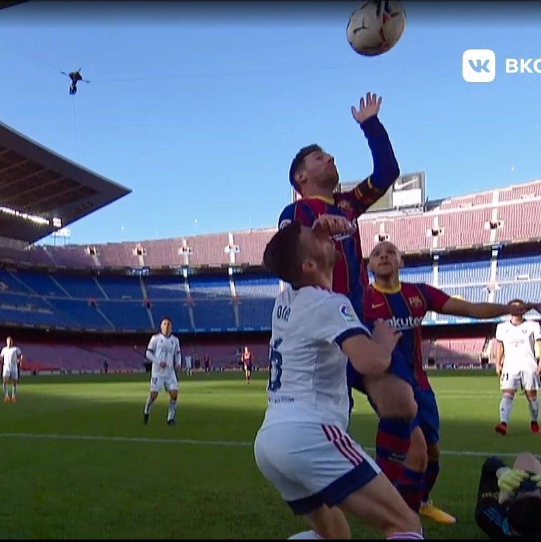 Almost the perfect tribute to Maradona from Messi 😆 #HandofGod #BarcaOsasuna