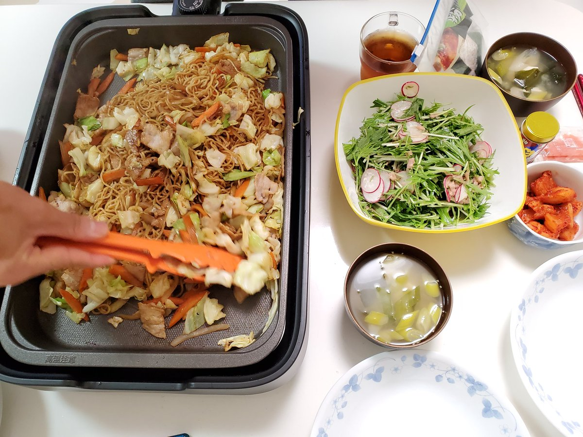今日の晩ごはん🍴ラディッシュと水菜のさっぱりサラダ焼きそばお味噌汁旦那が休みで家にいる時は、いかに手抜きするかばかり考える😁#レシピ#料理#料理記録#おうちごはん#Twitter家庭料理倶楽部#料理好きさんと繋がりたい