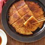 ほぼ混ぜて焼くだけだから簡単に作れる!カリカリもちもちな食感が楽しめる「玉ねぎのチヂミ」の作り方!