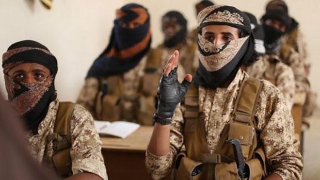 """#القاعدة تعيّن #زعيمًا_جديدًا لها في #شمال_أفريقيا عيّن تنظيم """"القاعدة"""" في شمال أفريقيا زعيمًا جديدًا خلفًا لزعيمها المقتول في حزيران/يونيو الماضي."""