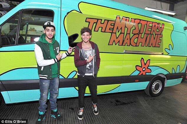 i wanna be as rich as louis tomlinson and zayn malik who bought a van and paid for it to be painted as the mystery machine