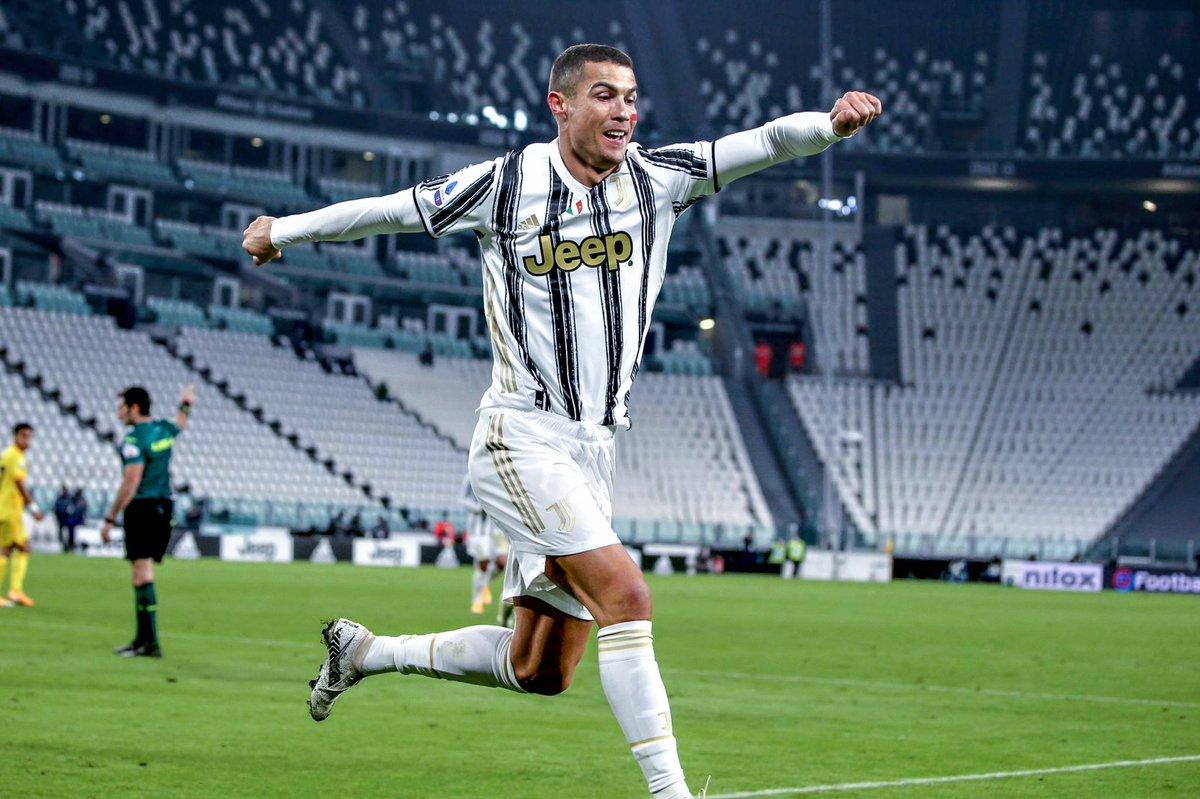 Cristiano Ronaldo est impliqué dans au moins un but à chaque match qu'il a joué avec la Juventus cette saison, toutes compétitions confondues :   ⚽️🅰️ vs Sampdoria  ⚽️⚽️ vs Roma  ⚽️⚽️ vs Spezia  🅰️ vs Ferencváros  ⚽️ vs Lazio  ⚽️⚽️ vs Cagliari   📸 @iF2is https://t.co/buuhe6NDwE