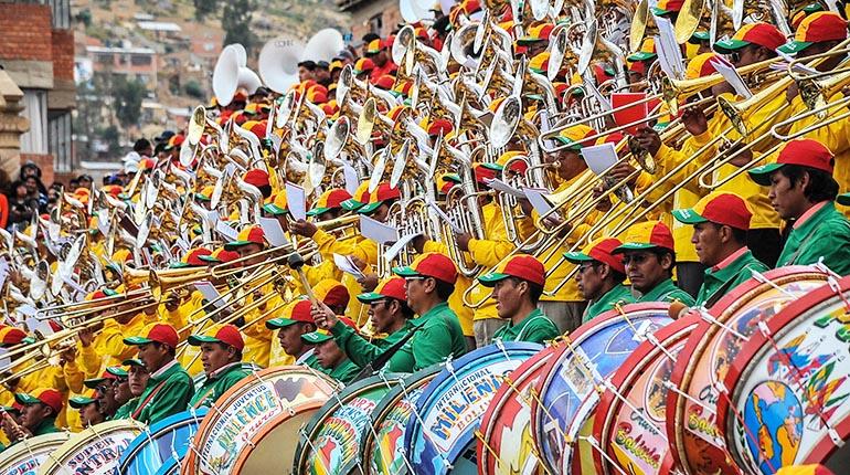 La música es la voz de los pueblos, nos habla de quienes somos, nos consuela, nos acompaña, nos alegra, nos trae recuerdos y nos inspira y todo eso se lo debemos al arte de las músicas y de los músicos.  ¡Felicidades en el Día del Músico boliviano! https://t.co/BhuZ3ddGij