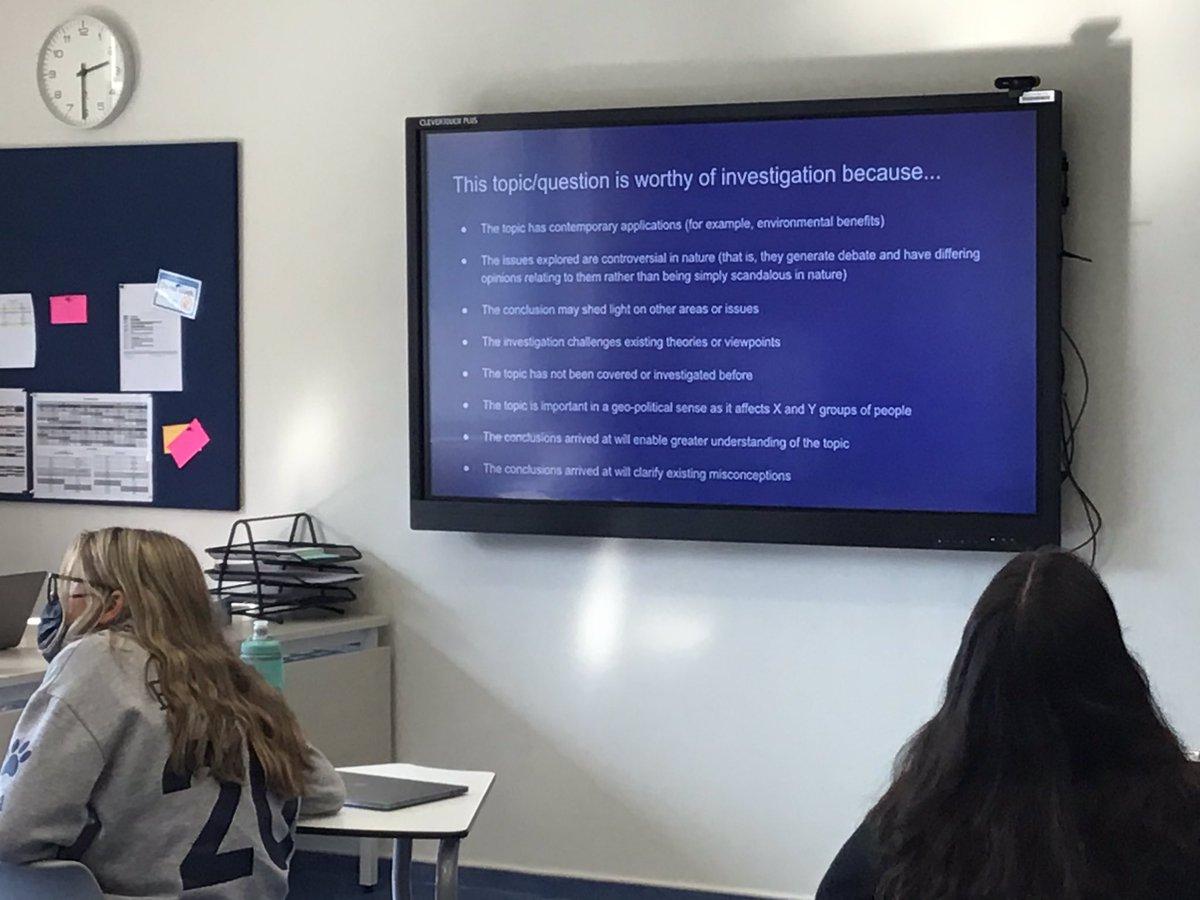 Grade 11 discovering the IB DP Extended Essay Criteria. #FocusAndMethod #KnowlegdeAndUnderstanding #CriticalThinking #Presentation #Engagement @IB_DP @HighSchoolDAA #DAAHSHighQualityLearning https://t.co/BLMlGr7FKR