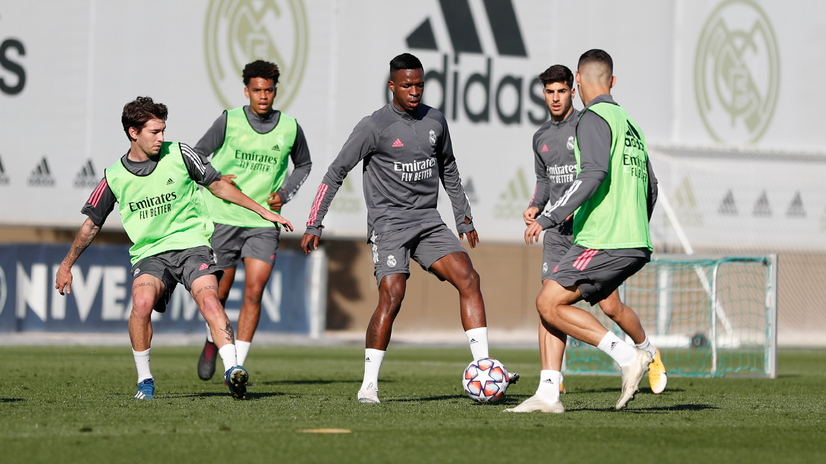 Replying to @realmadriden: ⚽️☀️ Sunday training with the @ChampionsLeague ball! 📍 #RMCity