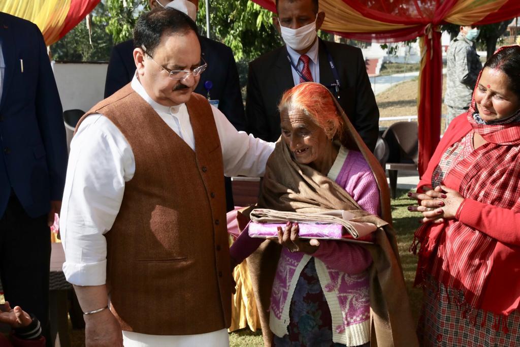 भाजपा राष्ट्रीय अध्यक्ष श्री @JPNadda ने आज हिमाचल प्रदेश के बिलासपुर जिले के विजयपुर में स्थानीय लोगों से भेंट कर उनसे संवाद किया।