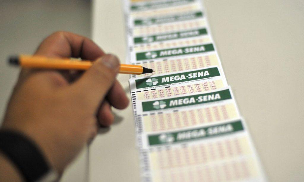 #MegaSena | Aposta única leva R$ 76 milhões no concurso 2320 da Mega-Sena | Saiba mais em https://t.co/VcuT5Hjrza https://t.co/BiGYuAxQVP