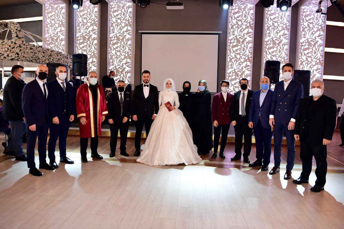 Önceki dönem AK Parti Fatih Gençlik Kolları Başkan Yardımcısı Furkan Erdoğan ve Aslıhan Altıntaş çiftimizin nikah akdini gerçekleştirdik.   Rabbim sizlere bir ömür boyu mutlu bir şekilde yaşamayı nasip etsin inşallah. https://t.co/8URaYPP9kS