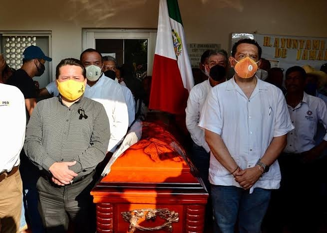 Matan un edil  cada 78 días  En dos años de gobierno de Andrés Manuel López Obrador van nueve alcaldes ejecutados. El último caso es del de Florisel Ríos Delfín, de Jamapa, Veracruz, novena Alcaldesa asesinada.  #Muerto #Edil #obrador #Matan #Veracruz https://t.co/sw5tLw3qEd https://t.co/VEsfUVBUnC