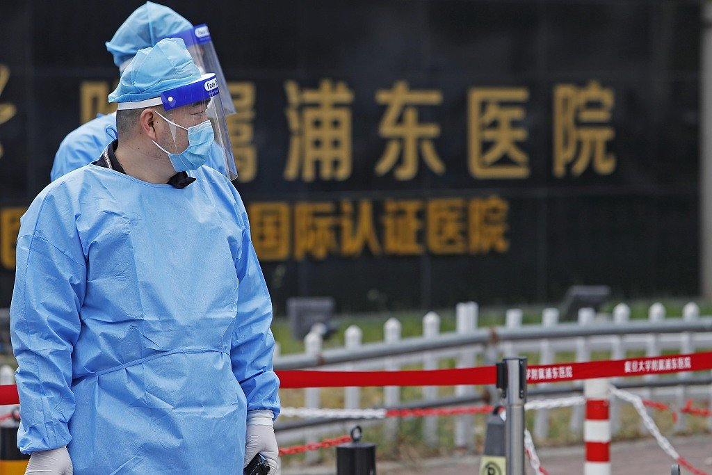 A residential community in #Shanghai's Pudong District has been listed as medium-risk #COVID19 transmission area after two domestically transmitted COVID-19 cases were reported there.   more: