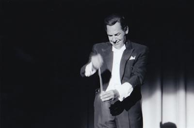 Het zout bleef maar stromen uit de handen van de grootste goochelaar aller tijden: Fred Kaps (1926-1980) https://t.co/LnNJ5rco16 https://t.co/cScp1wAIAA