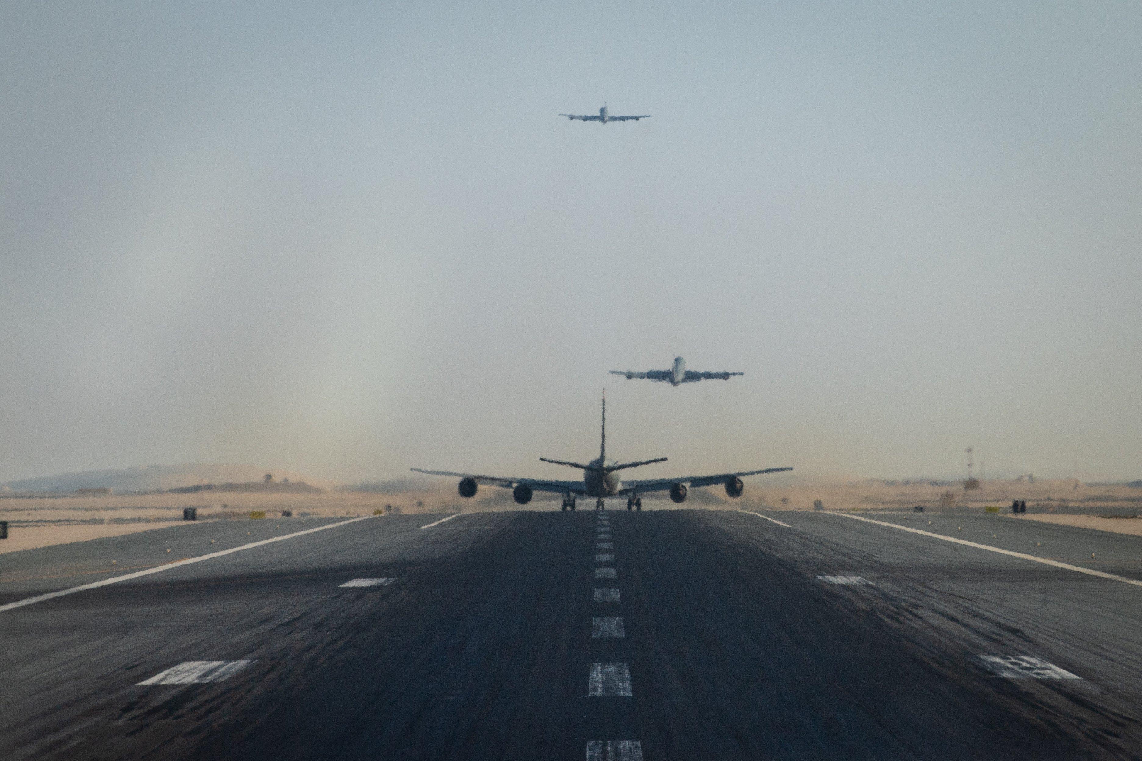 על פי מקורות זרים מפצצים אמרקאיםB52 ומטוסי קרב F22 -F15 -16בדרך למפרץ הפרסי חלקם מעל ישראל-איראן הודיעה על מצב חירום לאומי EnbwWfDXMAkHiIx?format=jpg&name=4096x4096