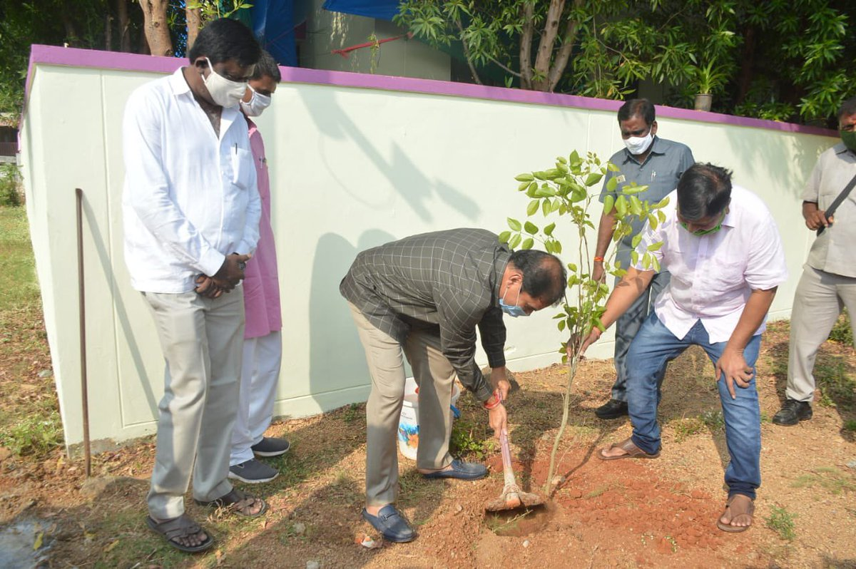 Many happy returns of the day to Hon'ble Govt Chief Whip Vinay Bhasker garu who is celebrating his birthday today. May you be blessed with peace, good health and long life in public service. Thank you for planting the saplings on your birthday.  #GreenIndiaChallenge 🌱🌱🌱