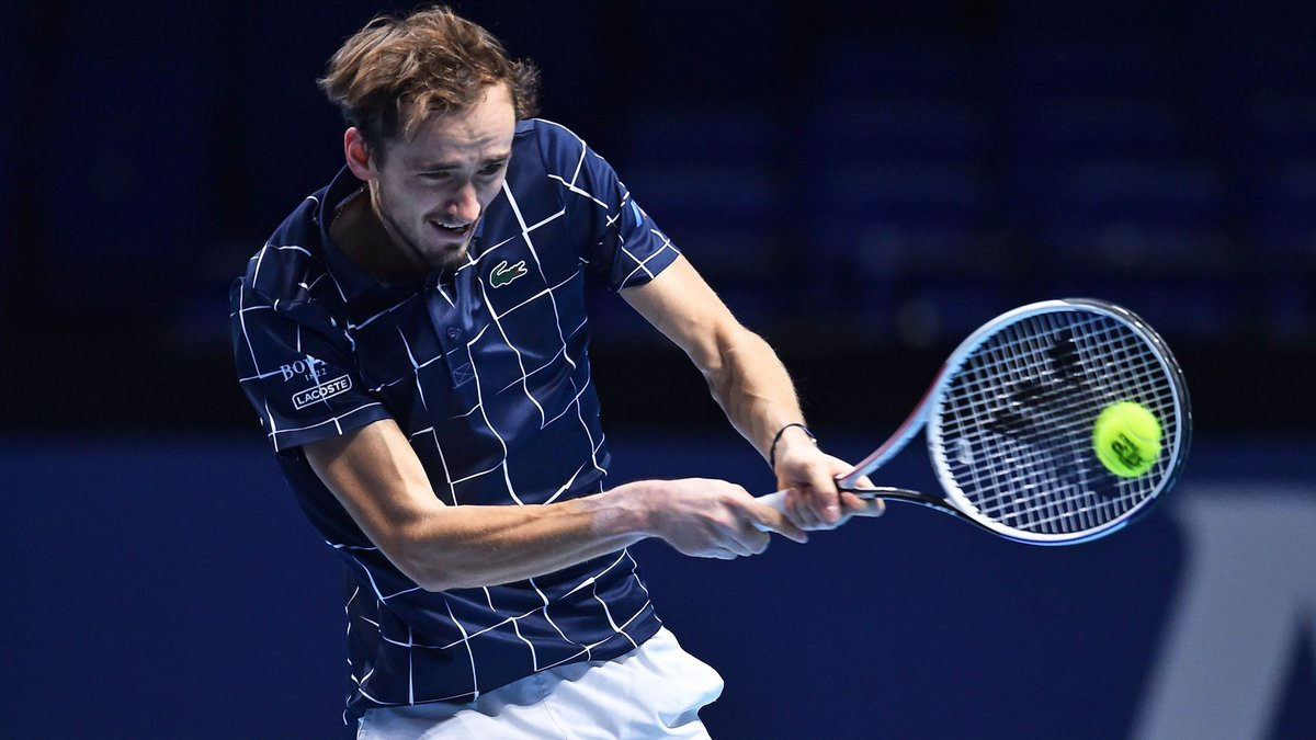 Medvedev is BACK in business 👊   🇷🇺 @DaniilMedwed claims the second set 7-6(2) & we're going the distance in the last final in London!  #NittoATPFinals https://t.co/NfEjb2KHau