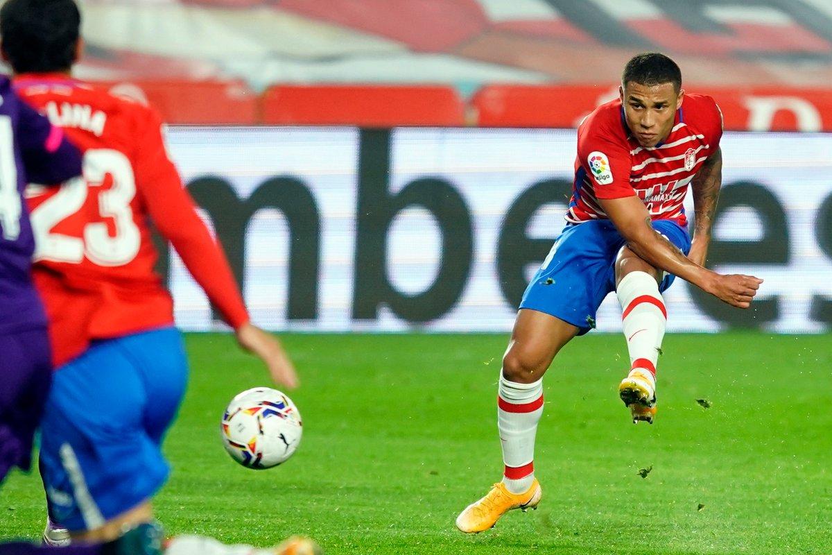 Darwin Machís jugó todo el partido y Yangel Herrera entró al minuto 55 con Granada que perdió 1-3 vs Valladolid en la Primera División de España. https://t.co/i1fsttD0ku