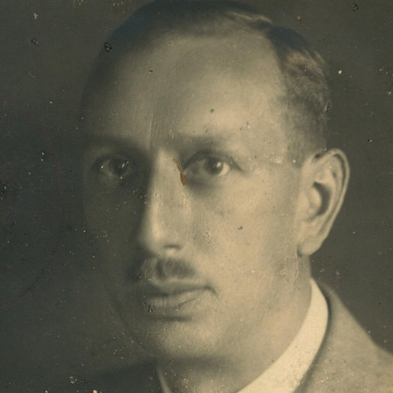 23 November 1888 | Czech Jew Rudolf Zelenka was born in Kutná Hora. He was deported to #Auschwitz from #Theresienstadt ghetto on 28 October 1944. He did not survive.