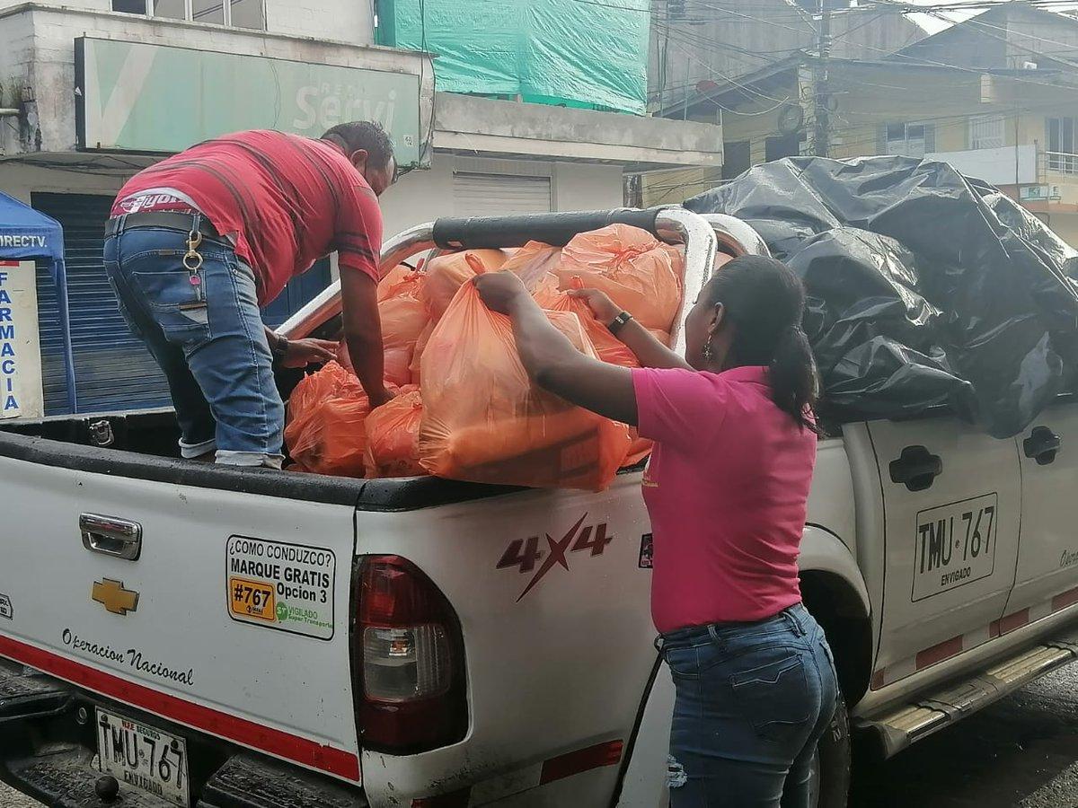Gracias a @LunariaFondo hoy llegamos al corregimiento de Carmelo Tado a las mujeres jóvenes y adultas con  kits de productos de primera necesidad. #SOSChocó