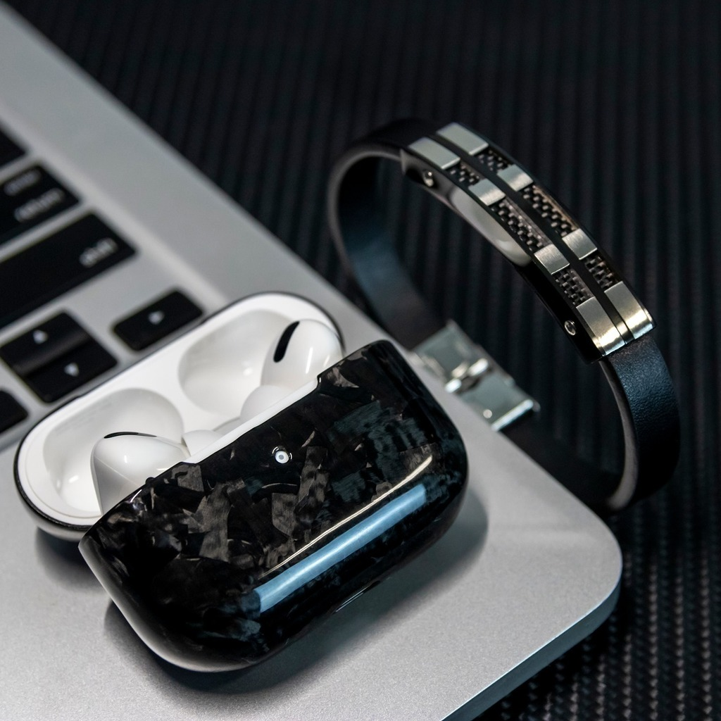 What do you think of this combination with the #forged carbon AirPods Pro Case and Carbon FIber Bracelet? • #purcarbon #carbonfiber #carbon #carbonfiberelement #carbonfibergear #carbonfiberlife #carbonfiberbracelet #braceletstacks #braceletaddict #… https://t.co/0vYbp0oHb4 https://t.co/2ia7A26EsT
