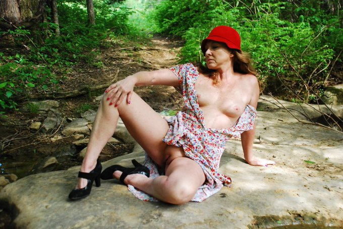 Nature makes my clothes fall off - https://t.co/uC7CcCtmdS  @MilfsandMoms_WW @WillBang4 @Firecrackers_