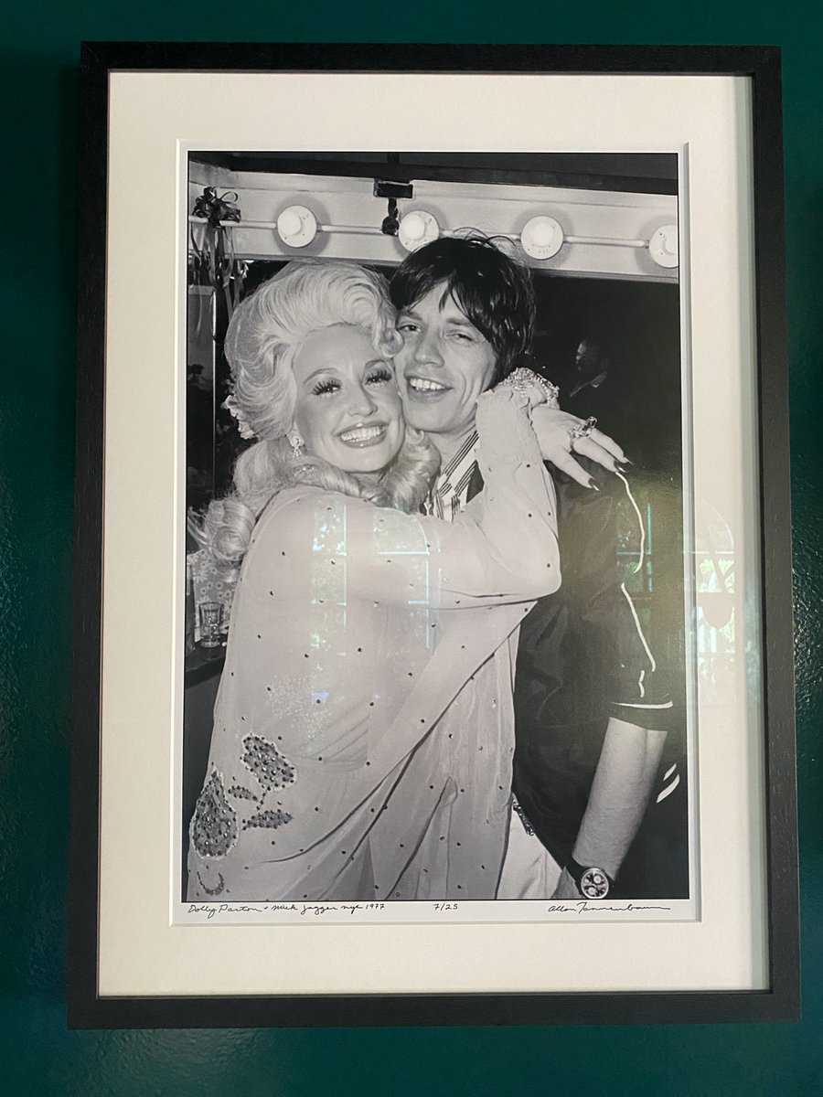 We have a lot of music photos in our house. This is one of my favorites. @DollyParton + @MickJagger in 1977.   📷 Allan Tannenbaum.  So grateful for my conversation with Dolly last week. You can listen here: