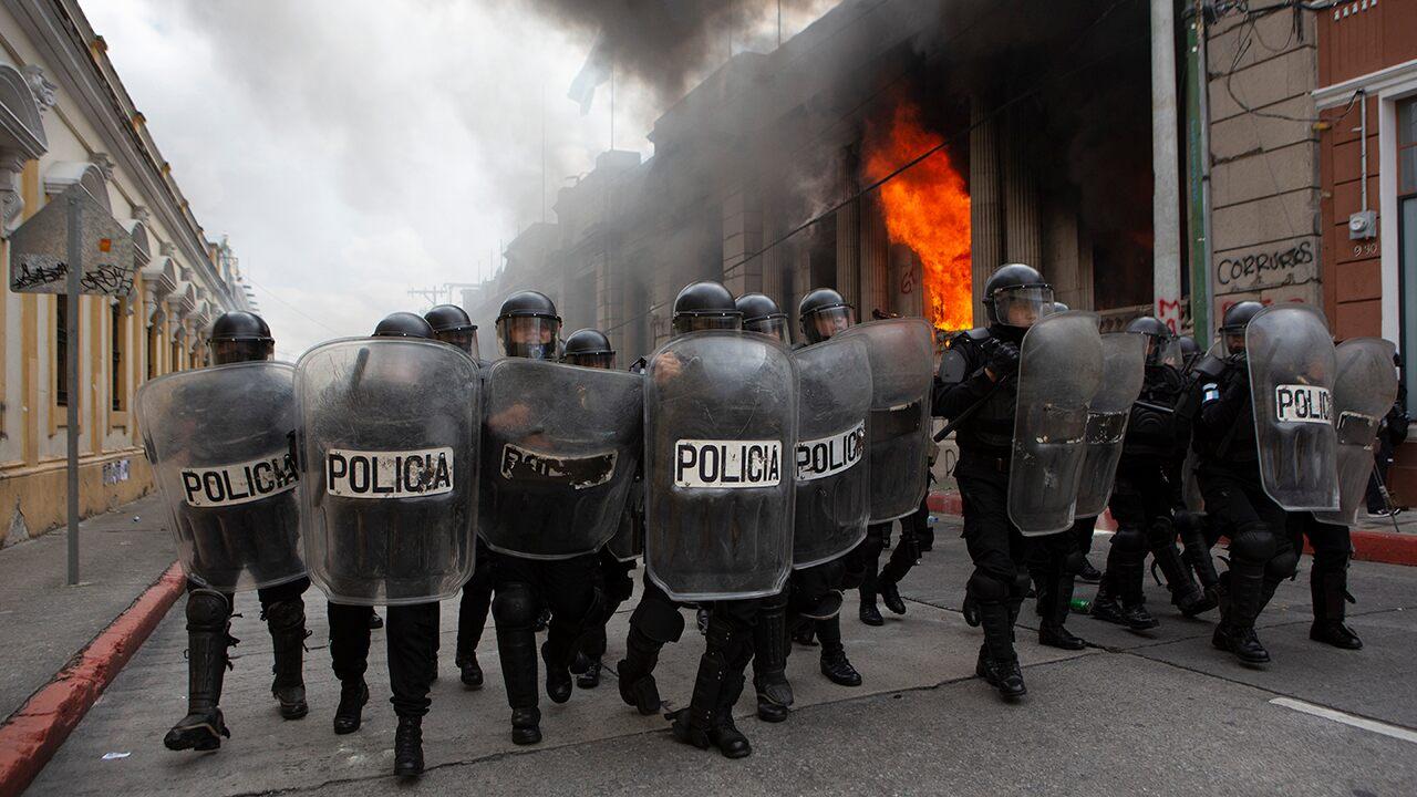 Protesters in Guatemala break into Congress building, set fire Photo