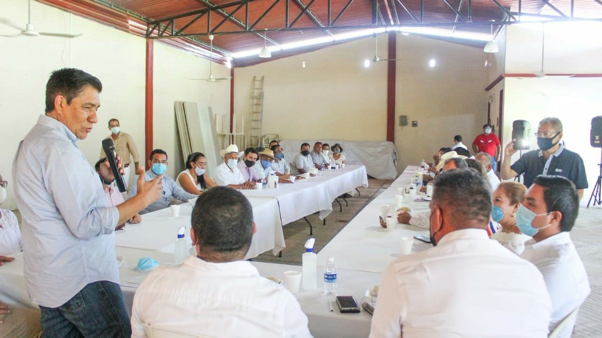 El PRI cuenta con estructuras fuertes para enfrentar la próxima elección con éxito. Mi reconocimiento a la sociedad civil priísta de #Petatlán.  #VamosJuntos https://t.co/pMtHUrUd9g