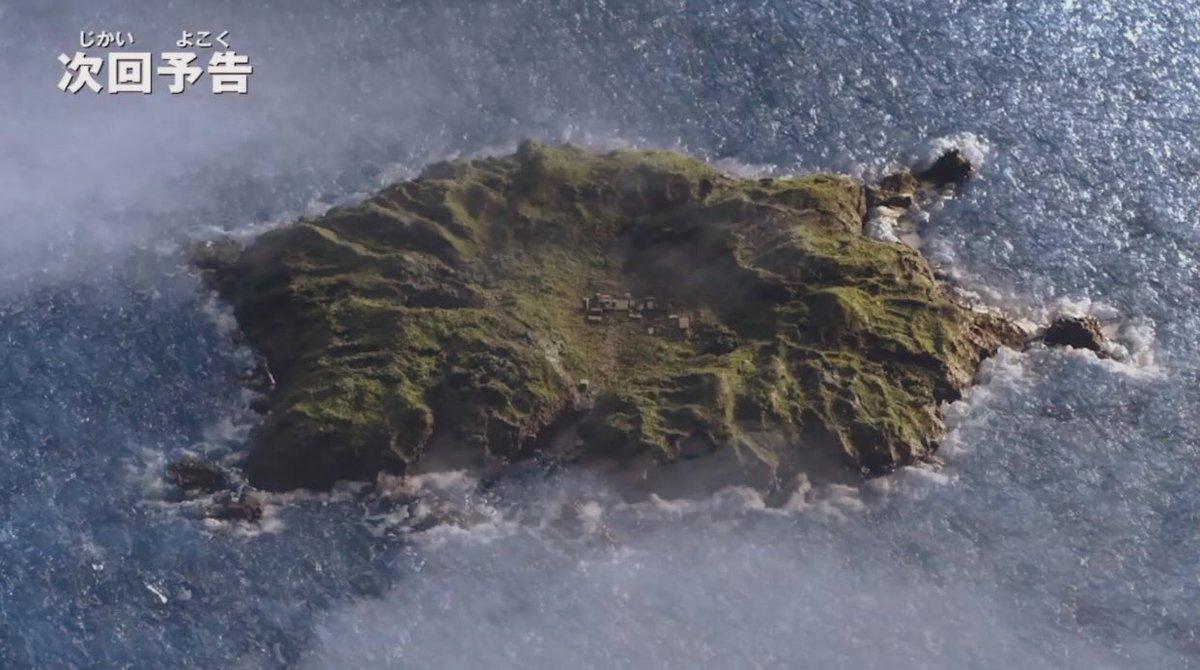 ウルトラマンZ21話 冒頭のD4試験場の島はCGでは無く昔ながらの寒天を使用したミニセットで撮影しております。90cm×90cmの小さいセットですがライティングと雲合成のおかげでちゃんと島に見えますよね? 寒天海のミニセットを作ったのはネクサス以来15年ぶりですよ(笑) #ウルトラマンZ