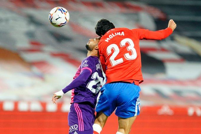 🇪🇸 #LaLiga Fecha 10:   ✅ Final del primer tiempo en el Nuevo Los Cármenes🏟️  ⚽️ Granada 0 vs. Valladolid 1 (Óscar Plano)  🇦🇷 Nehuen Pérez, en el banco del local   🇨🇱 Fabián Orellana, titular en la visita https://t.co/izcbI0Be3x