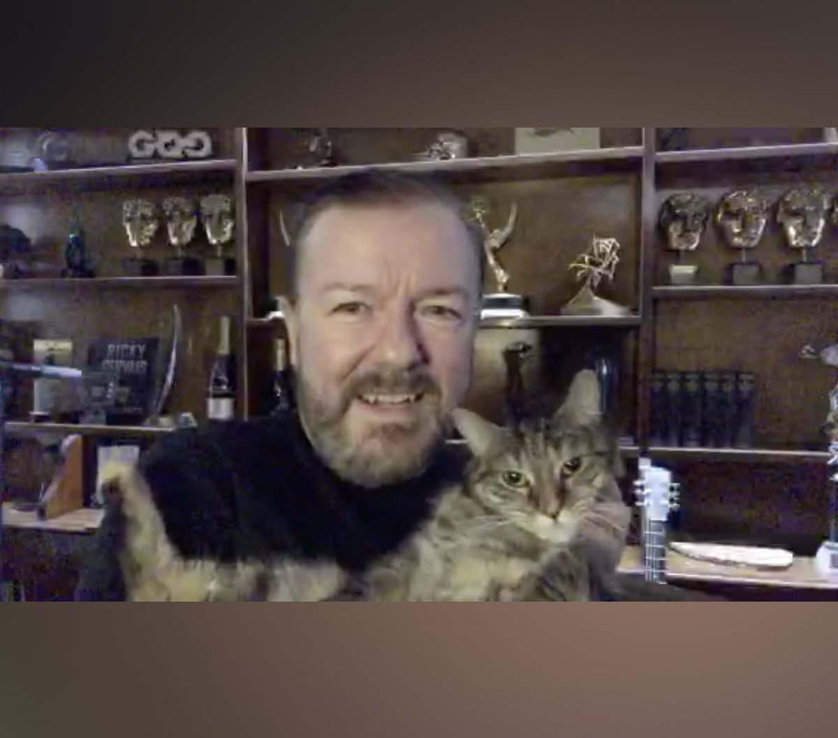 Woohoo great to see Colin Covid and @PickliciousF again 🦠🐱 Bless you not wanting to read the messages out incase you get emotional 😫 Thanks for answering my question, I think you should put my mouse on those shelves though 👌🏼🐁 @rickygervais