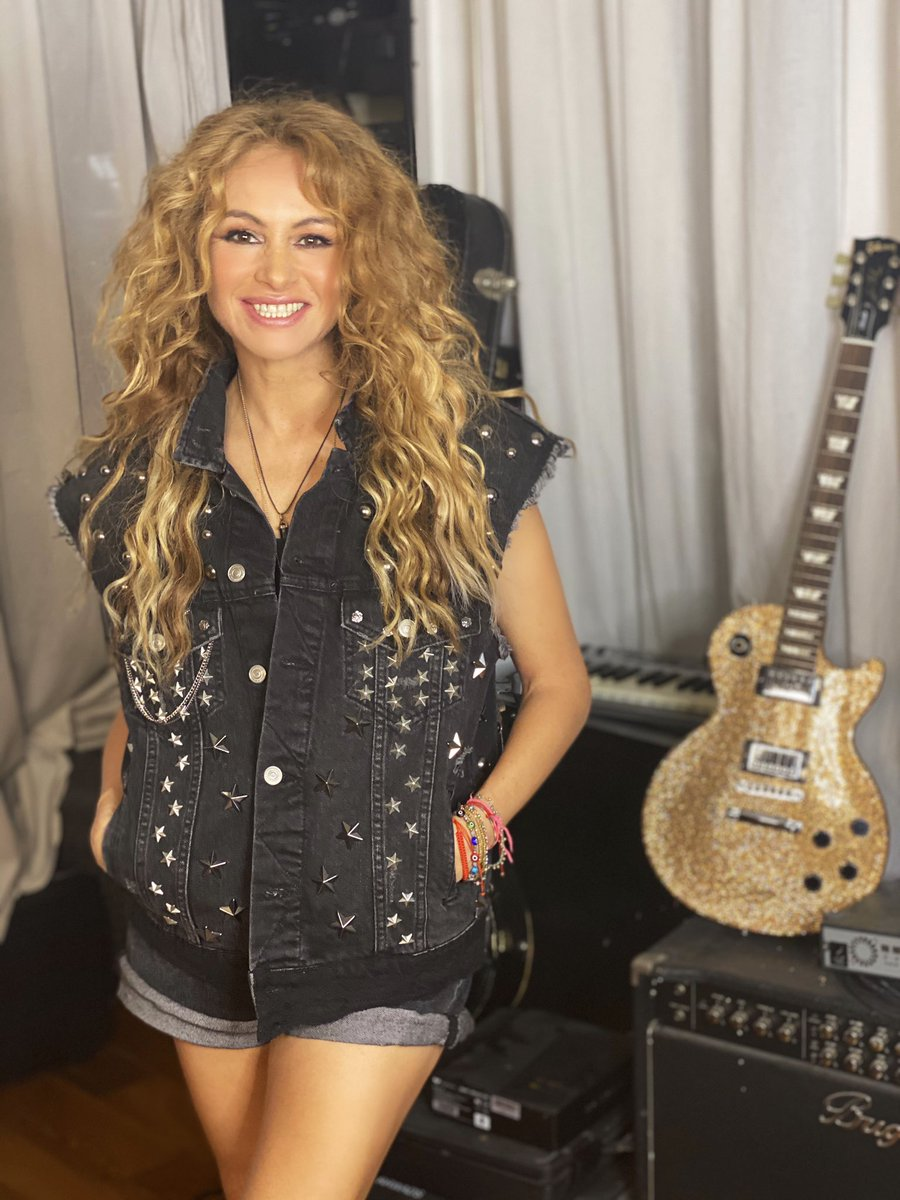 """""""La música trae el amor, la armonía y la alegría al mundo!"""" #FelizDiaDelMusico ❤️🎼🎤🎧🎸🎺🪕🥁🎻🌎✨"""