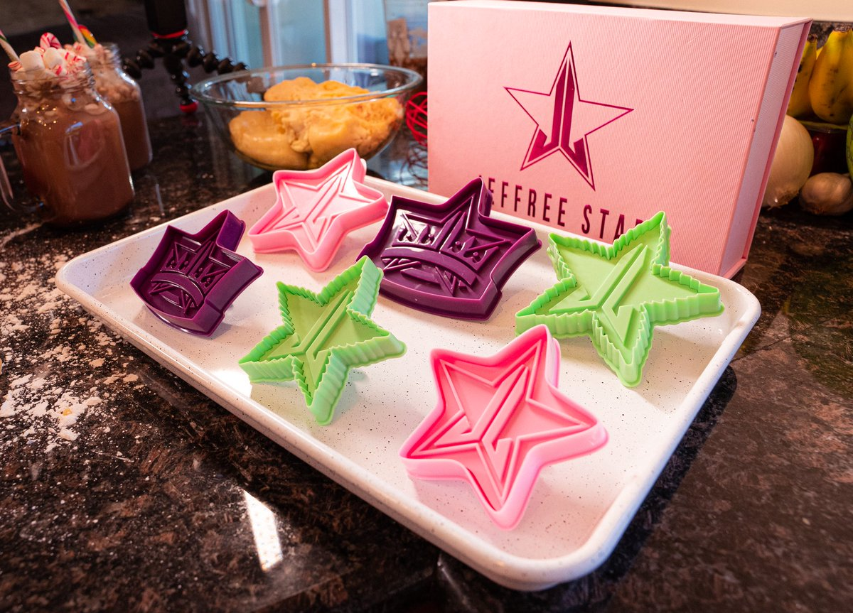 Time to start baking all holiday season 🎄 The Jeffree Star Cosmetics sugar cookie cutters🥛