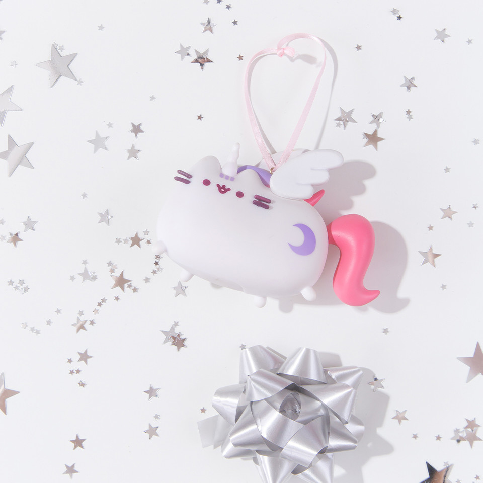 #SuperPusheenicorn is making the holiday season all the more magical this year 🦄✨ bit.ly/333AO2O