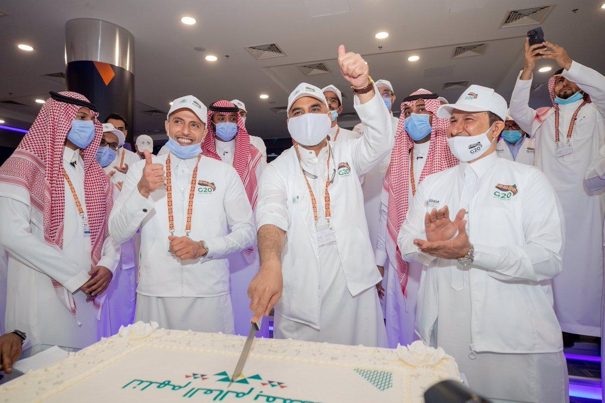 قيادات وفرق عمل #سدايا يحتفلون بعد إتمام عمليات تشغيل قمة #مجموعة_العشرين_في_السعودية   فوق هام السحب يا بلادي 🇸🇦