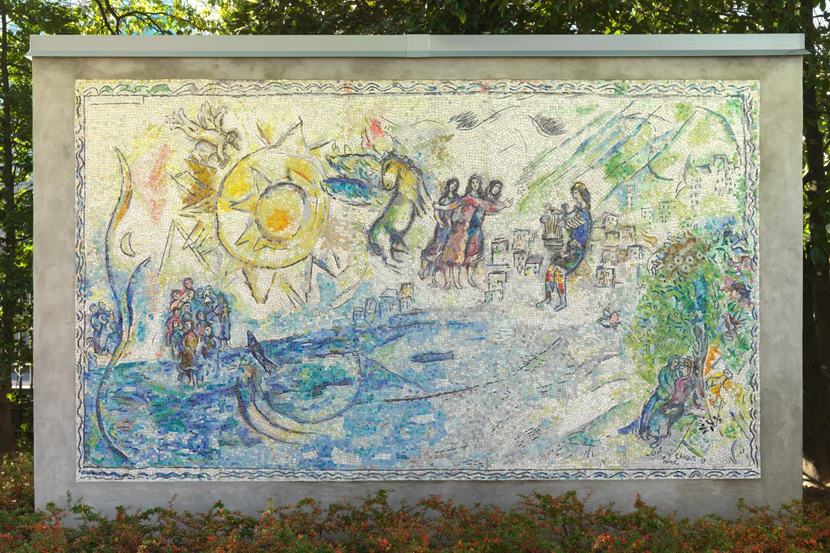 "(1/1) In 1968, artist Marc Chagall designed a large-scale mural, ""Orphée,"" depicting the colorful, layered narratives loosely drawn from Greek mythology. At the center, Orpheus charms animals with his lute, alongside the Three Graces and the winged stallion Pegasus. https://t.co/yEdgxdHxeS"
