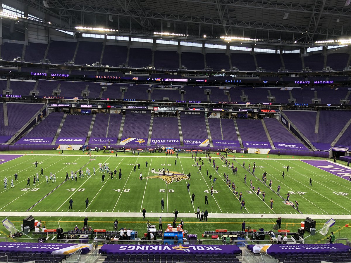 45 minutes to kickoff @Vikings @dallascowboys @NFLonFOX @ShannonSpake #JonathanVilma #AmericasGameOfTheWeek https://t.co/A82he3lP0O.