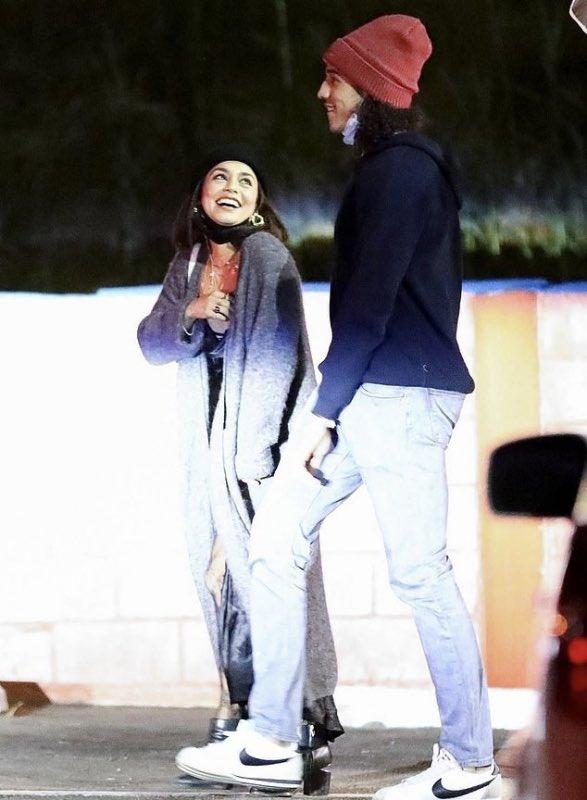 "Vanessa Hudgens NEWS on Twitter: ""📸| Vanessa Hudgens et Cole Tucker @ Los  Angeles - 21 Novembre.… """