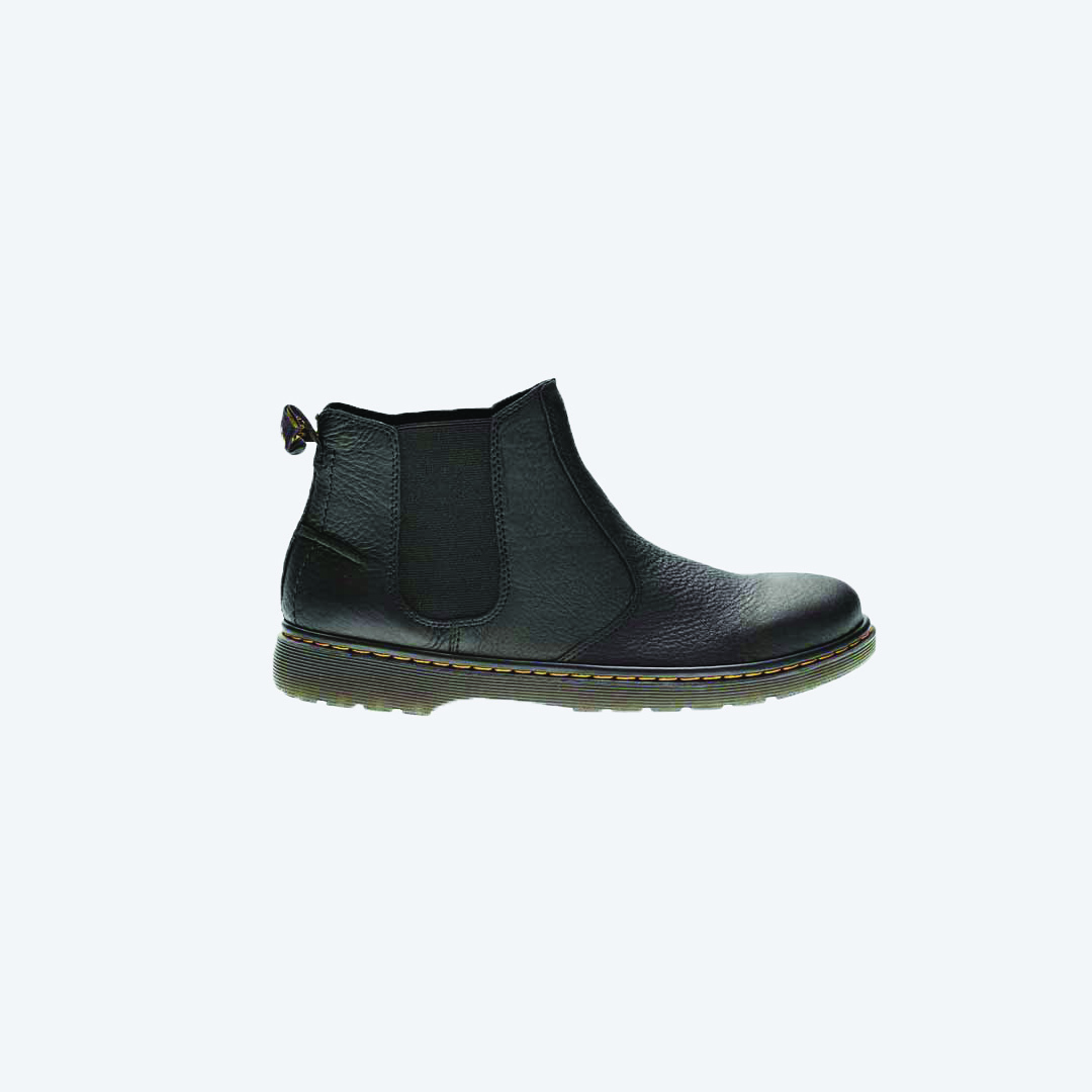 The Lyme is a pared-back, casual take on the classic Chelsea Boot silhouette. Now in the rich, distressed Westfield leather, the boot puts comfort first, with a SoftWair™ 2 memory foam insole. . . #sotw #drmarten #lyme #chelseaboot #richleather #mensboot #softwair #pulltab
