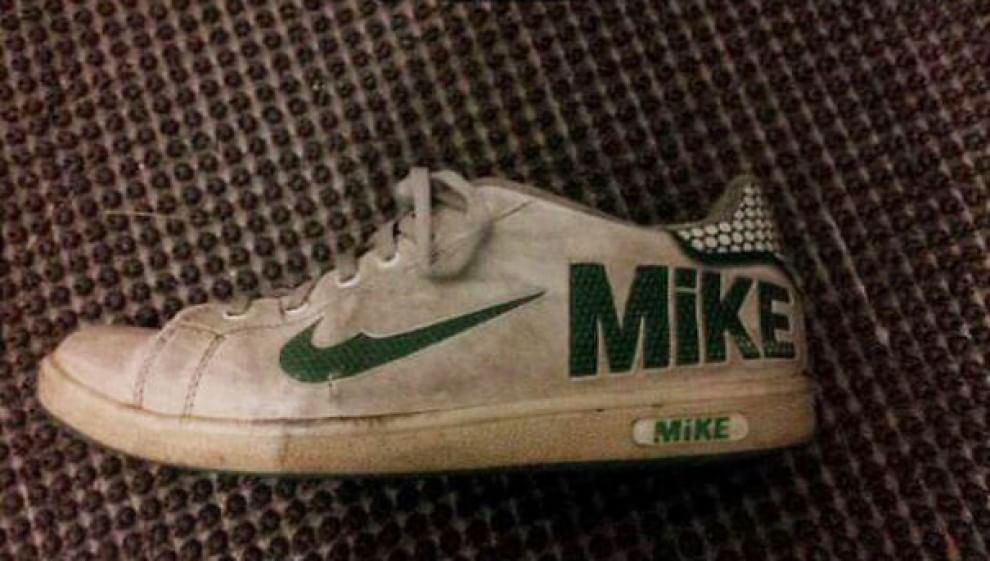 Vendo #sneakers comprate al mercato da mia mamma. Base d'asta: 35000€. Astenersi perditempo. #Lidl #Mike #lidlitalia https://t.co/om33gTQofx