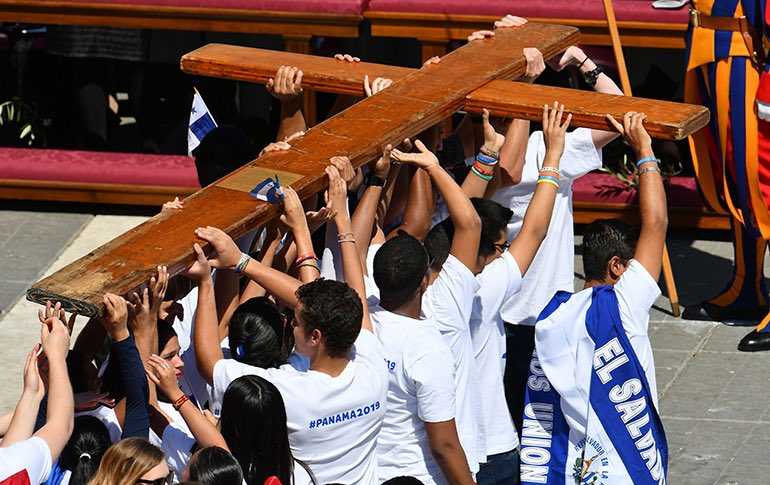 Beginning in 2021, the Solemnity of Jesus Christ King of the Universe will be the annual diocesan celebration of young people in the Church, instead of Palm Sunday, announced  @Pontifex today.  #takeupthecross #WYD
