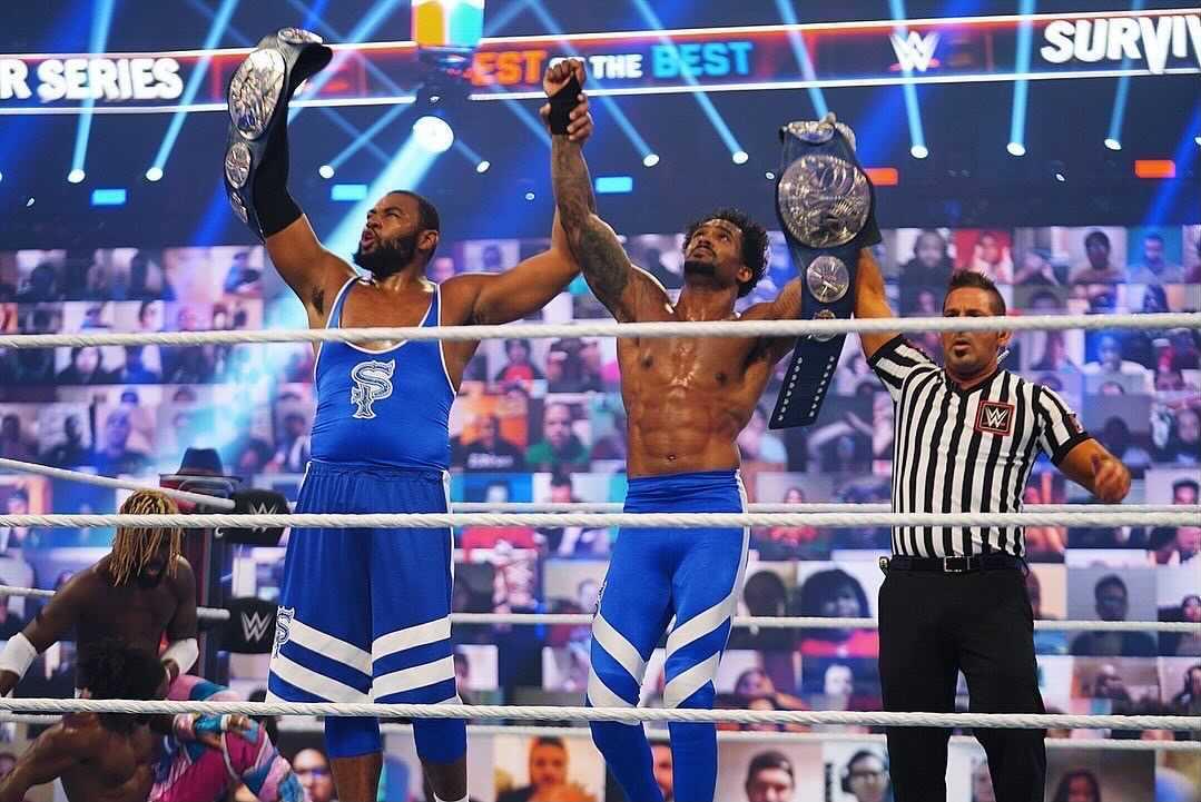 SP ganando en WWE Survivor Series.