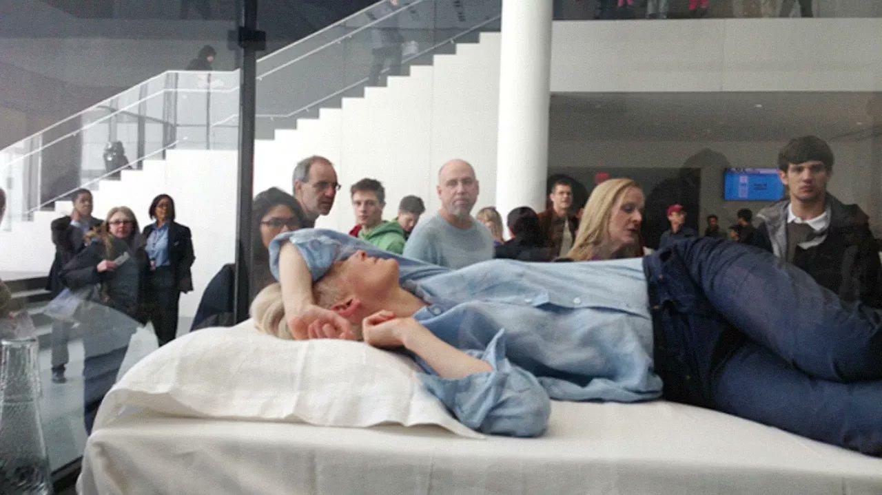 古一大師連「睡午覺」都變藝術品 不管群眾圍觀...照睡6小時!
