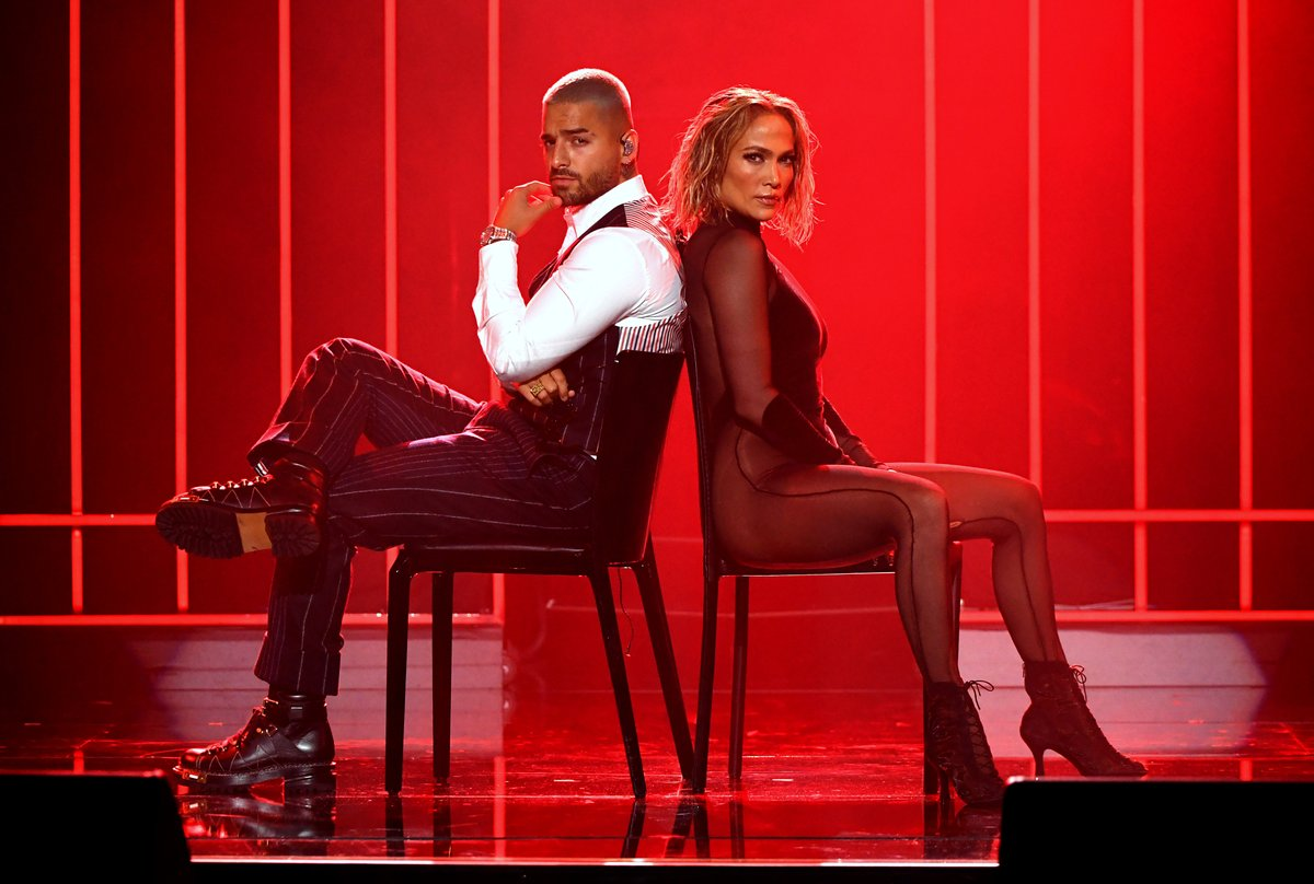When you know you've nailed it! 👏🏽👏🏽👏🏽 #JLO #Maluma #AMAs  📸: Getty Images